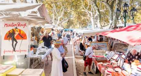 Experience the market & feel the atmosphere of the Place des Lices